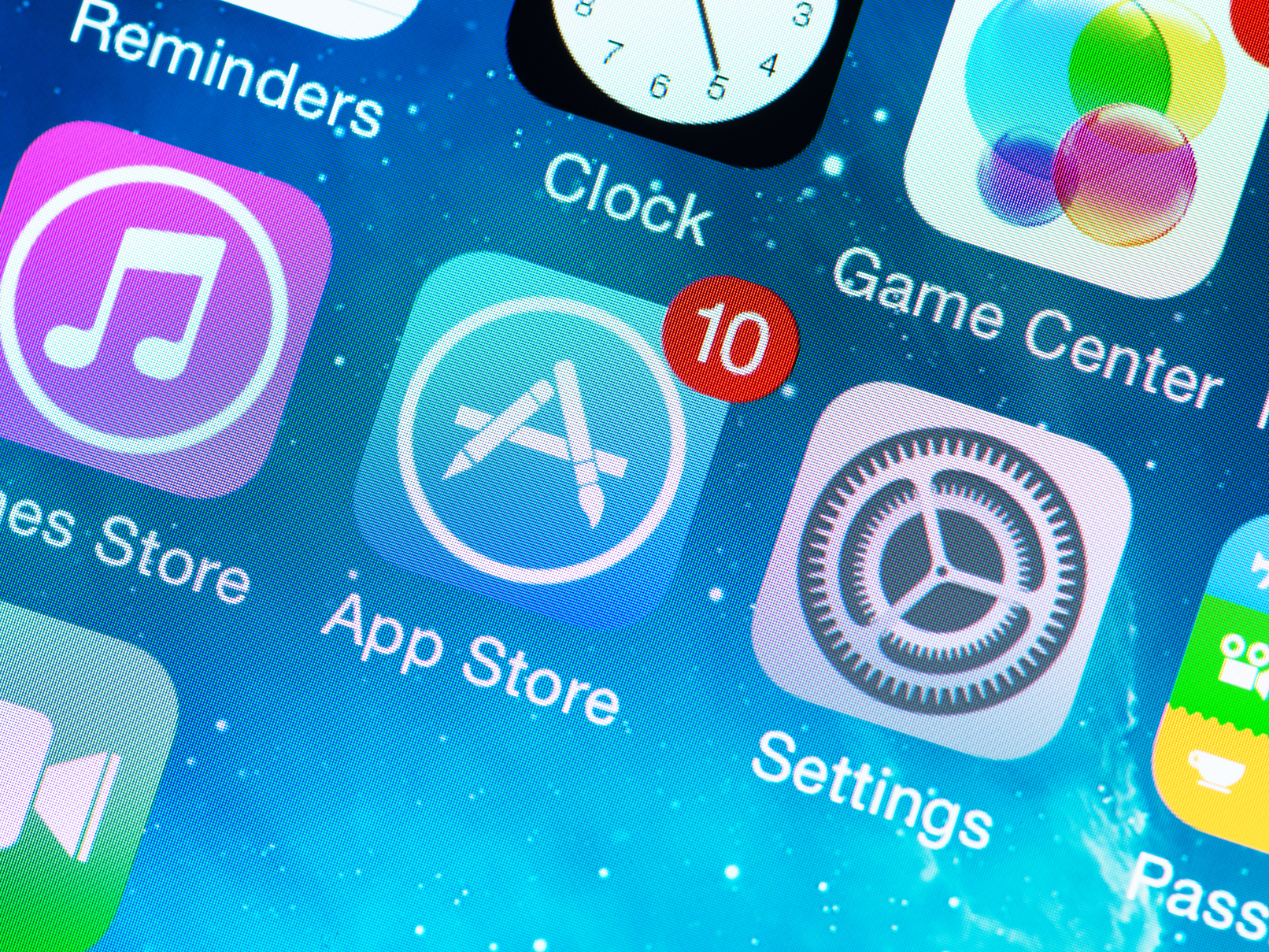 iPhone Users Argue for Their Right to Bring Suit Over Apple's App Store